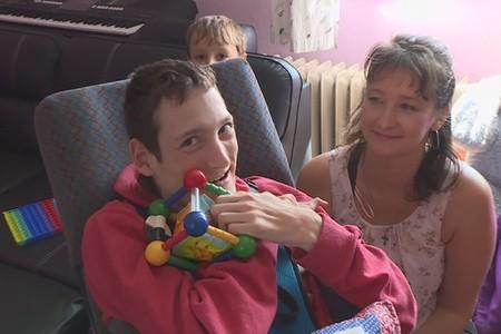 Rodina nemocného Honzíka se dostala do těžké situace, pomohla Nadace Nova
