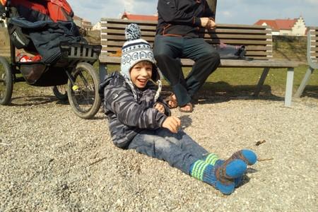 Osmiletý Matěj s mozkovou obrnou dostane od SkiTour a Nadace Nova 30 000 Kč na náročnou léčbu