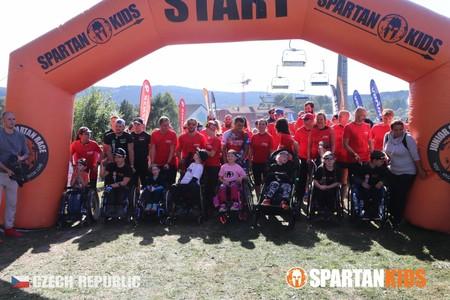 Na Lipně vyvrcholila celá cesta Spartanské odysey a všechny skupiny společně s Nadací Nova předaly štít Spartan Specials!