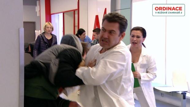 Přepadení Petra Hanáka inspirováno skutečným příběhem. Radim Fiala se při akci ošklivě zranil!