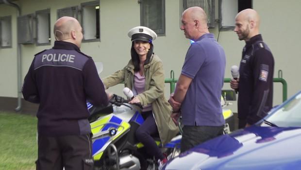 Velká akce v centru Prahy: Splašení koně koně, vrtulník i pokousaný policista!