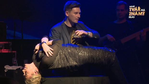 Létající Lucie Borhyová i zpívající Martin Dejdar: Na koncertě kapely Botox se ukázali hvězdní hosté