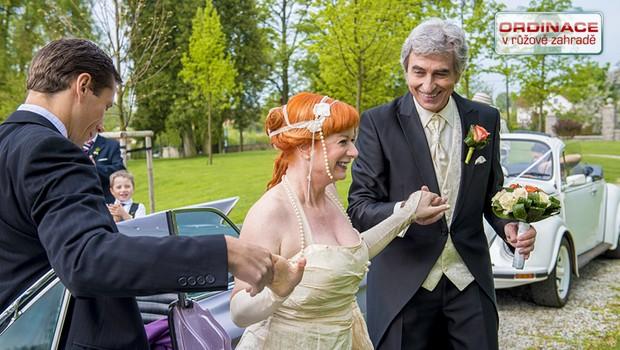 Exkluzivní ukázka: Babeta přijíždí na svatbu!