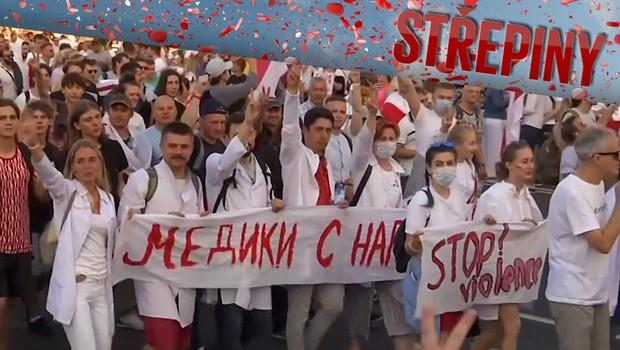 Jak se vyvíjí situace v Bělorusku? Z výpovědí zbitých občanů mrazí