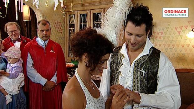 Svatba na katapultu nebo v trenkách: Která vám za 15 let přišla nejlepší?