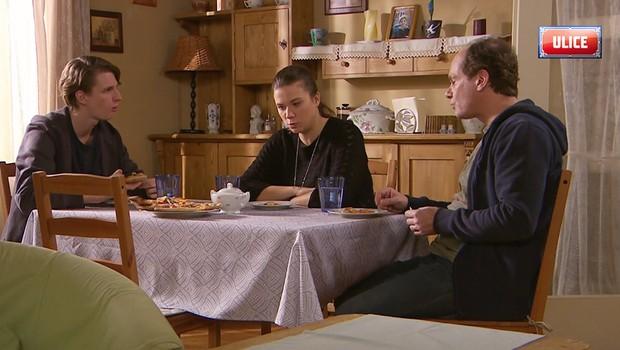 Dan se bláznivě zamiluje do Alice! Využije ho ke svým podnikatelským plánům?