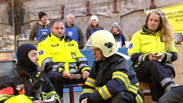 Odměna po těžké práci! Soutěžící MasterChef Česko vařili pro záchranné složky!