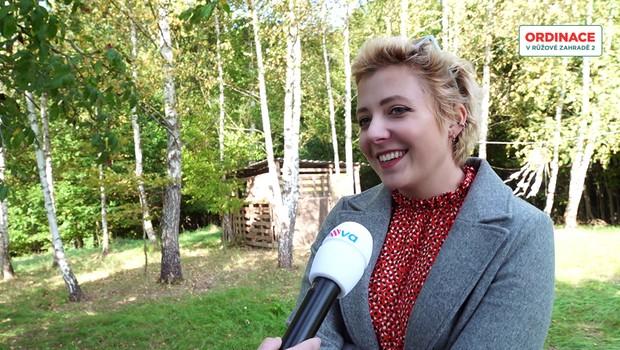 Anička Slováčková se ohlíží za létem. Jak se natáčel její nejnovější klip?