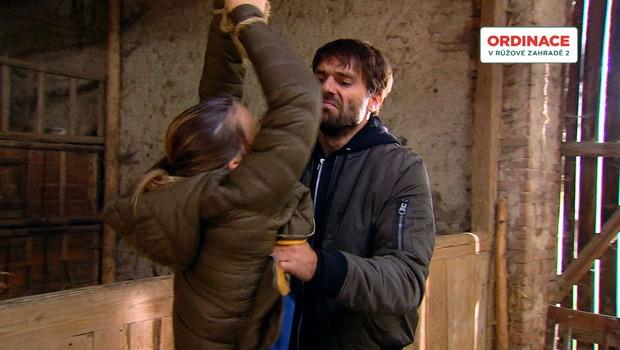 Boj Inny o přežití v Ordinaci: Co od ní nelítostný únosce chce?