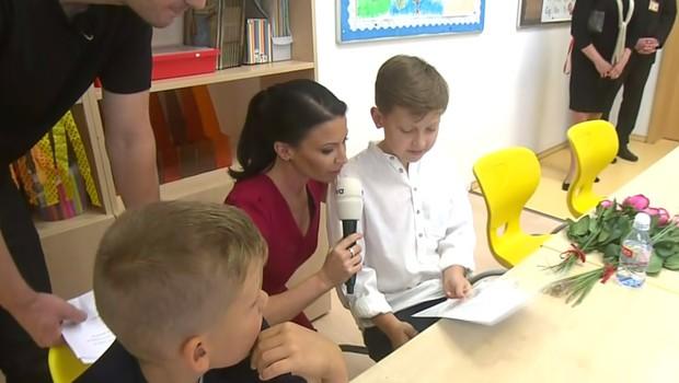 Gábina Partyšová se svým synem při předávání vysvědčení: Z výsledku překvapená nebyla