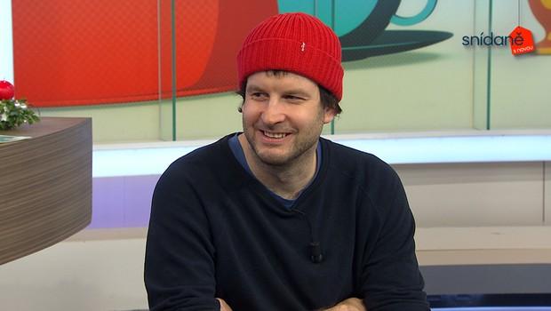 Kontroverzní umělec Tomáš Břínek ve Snídani s Novou: Za jakou koláž mu zrušili účet na Facebooku?