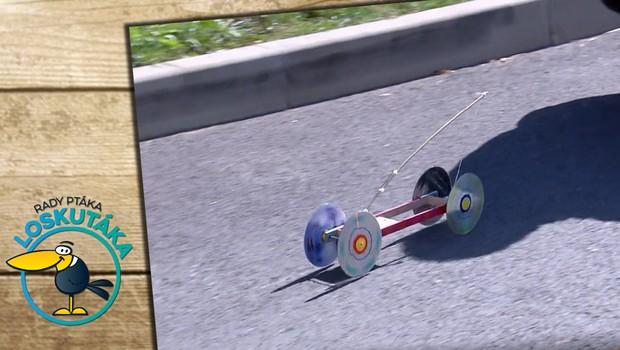 Vyrobte si jezdící model autíčka. Pohání ho obyčejná pastička na myši!