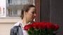 Jaký osud čeká po dotočení na takovou kytici rudých růží? Záviděníhodný!