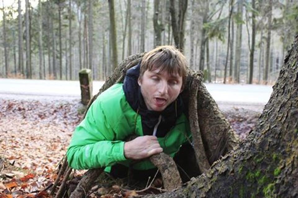 Nesnáším, když jdu po lese a zaklíním se pod kořenem - 7