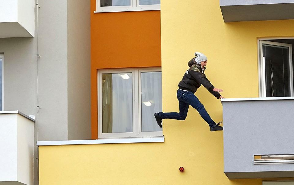 Ordinace: Při skoku z balkonu nahradil Peroutku kaskadér - 18