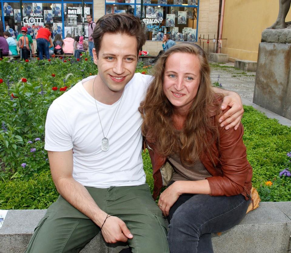 Milan Peroutka se svou sestrou Bárou