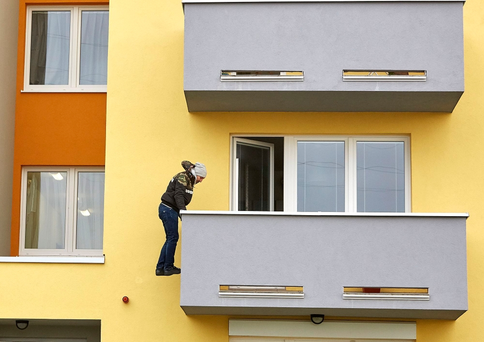 Ordinace: Při skoku z balkonu nahradil Peroutku kaskadér - 19