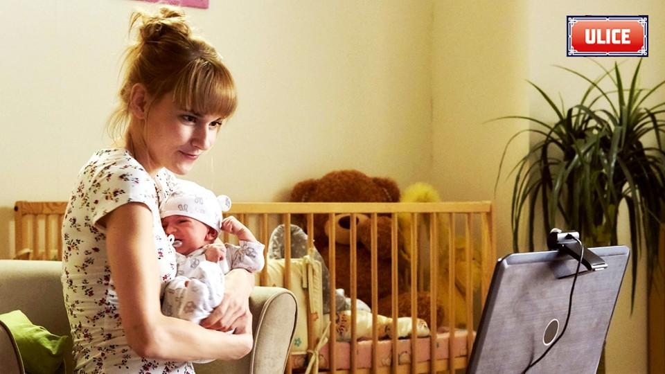 Seriál Ulice: Adriana se svým děťátkem - 2