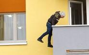 Ordinace: Při skoku z balkonu nahradil Peroutku kaskadér - 20