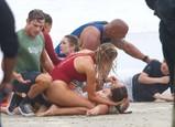 Baywatch, Kelly Rohrbach, Dwayne Johnson a Zac Efron - 4