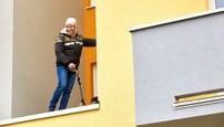 Ordinace: Při skoku z balkonu nahradil Peroutku kaskadér - 13