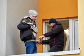 Ordinace: Při skoku z balkonu nahradil Peroutku kaskadér - 7